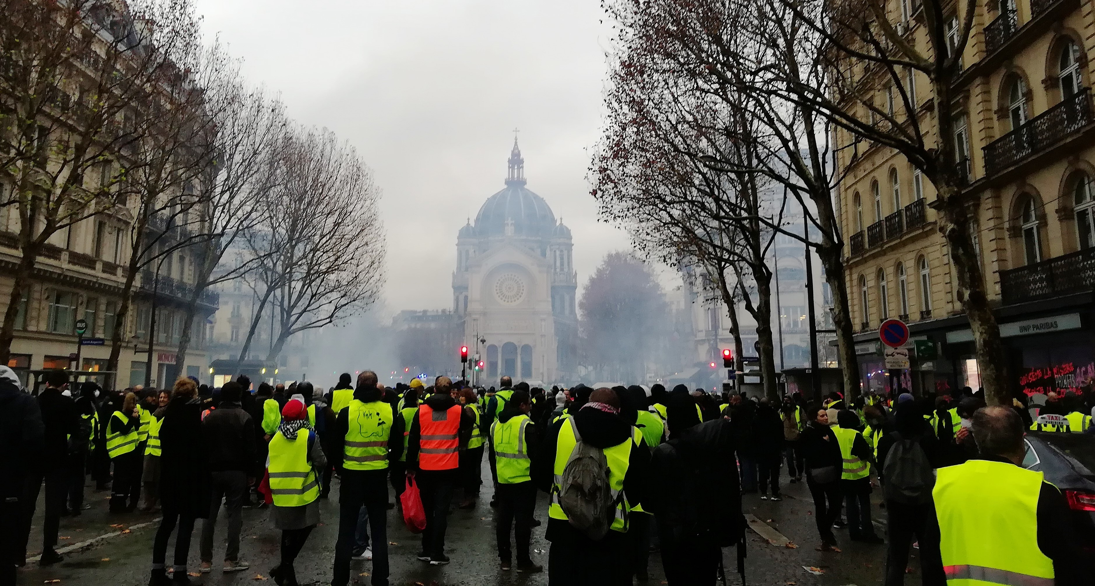 The yellow vests in front of the church Saint Augustin, 1st of december 2018.