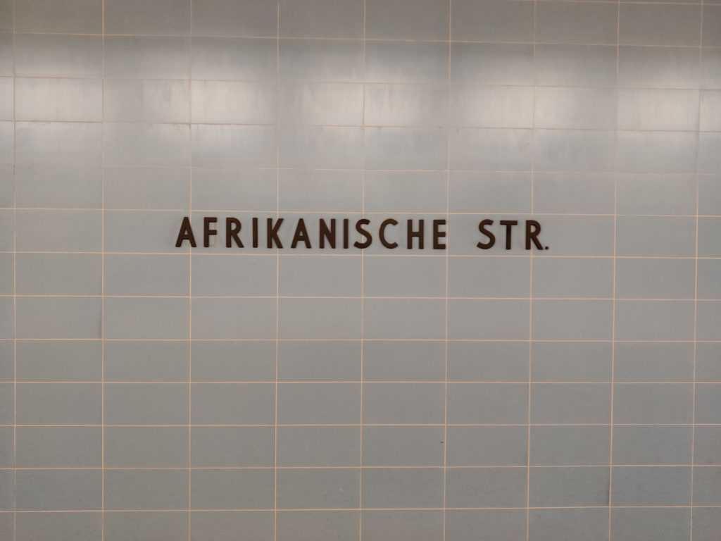 Bild der U-Bahnstation Afrikanische Strasse. Am Ubahngleis aufgenommen. BVG Berlin Wedding